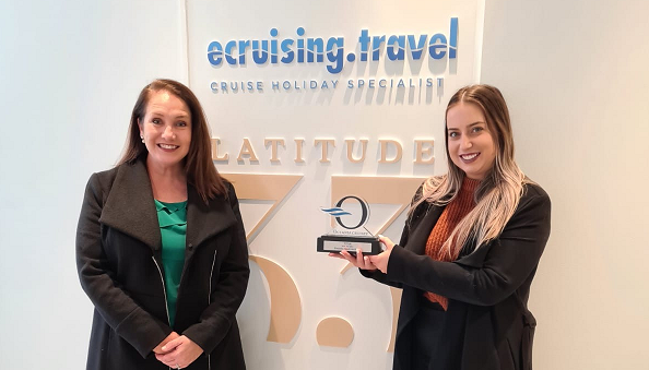 Oceania OCLUB Award goes to.... ecruising.travel!