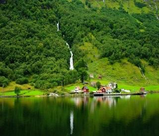 Norwegian Stars & Icelandic Fjords