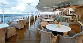 Norwegian Gem cruise ship Great Outdoors with bar and kids-only area.